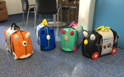 Les valises:                                                                                                                                    toutes colorées, à l'effigie de fée, pirate, licorne mais aussi pompier…autant de paillette pour nos guerriers.